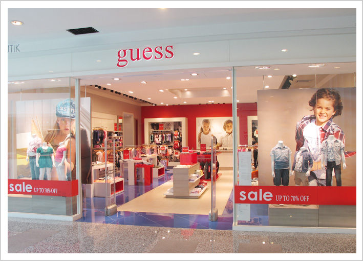The Guess brand is an iconic brand for its denim culture and has since expanded its product range to a variety of clothing, perfume, jewelry and accessories.